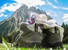 Stivali e montagna Fotografie Stock Libere da Diritti
