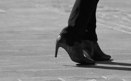 Stivali neri tallonati livello d'uso della donna Fotografia Stock Libera da Diritti