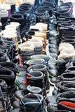 Stivali ordinatamente allineati di inverno immagine stock