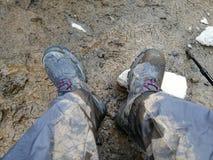 Stivali sporchi del parco nazionale di Patagonia del Cile dopo Boot Camp immagini stock libere da diritti