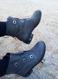 Stivali sulla sabbia immagine stock libera da diritti