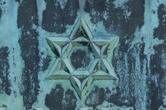 Stjärna av david, polityr, ärg, på metallyttersida Royaltyfri Foto