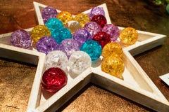 Stjärna formad behållare med kristallkulor Royaltyfri Bild