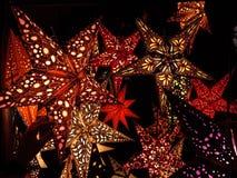 Stjärna formade pappers- lyktor Arkivfoton