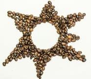 Stjärna från kaffebönor på en vit bakgrund Royaltyfria Foton