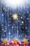Stjärna på blå stjärnklar bakgrund Royaltyfria Bilder