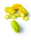 Stjärnacarambola eller starfruit för stjärnaäpple på vit bakgrund Royaltyfri Fotografi