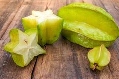 Stjärnafrukt på wood bakgrund Royaltyfri Foto