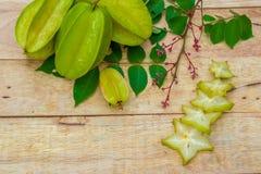Stjärnafrukt på wood bakgrund Royaltyfria Bilder