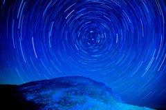 Stjärnaomloppet av det höga berg Arkivfoton
