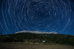 Stjärnaslinga ovanför Ceuse Fotografering för Bildbyråer