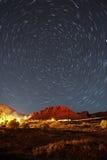 Stjärnaslingor över snökanjonen Utah Arkivbilder