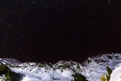 Stjärnaslingor i himlen Arkivbild