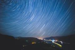 Stjärnastrimmor över den Columbia River klyftan Royaltyfria Bilder