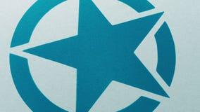 Stjärnasymbolet är sprej som målas på yttersida lager videofilmer