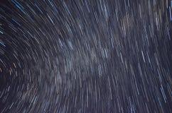 StjärnaTrails och Milky långt från Mauna Kea, Hawaii Arkivbild