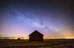 Stjärnbelyst himmel i finlandssvensk bygd Royaltyfri Foto