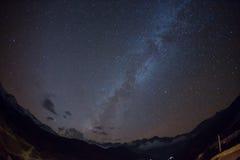 Stjärnklar himmel över Machhapuchre Royaltyfri Fotografi