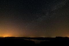 Stjärnklar himmel för natt för bakgrund Arkivbild
