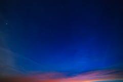 Stjärnklar himmel för natt för bakgrund Arkivfoto