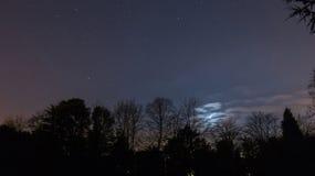 Stjärnklar natt & Crescent Moon Royaltyfria Foton