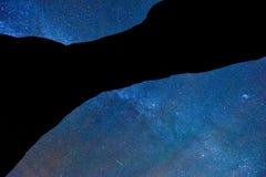 Stjärnklar natt på bågenationalparken Fotografering för Bildbyråer