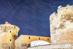 Stjärnor över slott royaltyfri foto