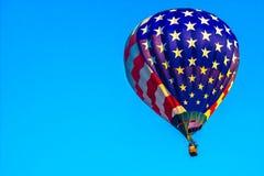 Stjärnor & ballong för varm luft för bandamerikanska flaggan Arkivfoto