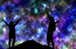 Stjärnor för hållande ögonen på natt för par i berg stock illustrationer