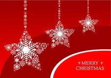 Stjärnor för vit jul med snöflingor på en röd bakgrund Royaltyfri Fotografi