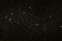 Stjärnafältet som är guld- och, försilvrar stjärnor, utrymmebakgrund Royaltyfri Bild