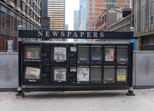Ställning för Chicago nyheternapapper Arkivfoto