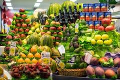 Ställning för ny frukt på den kommunala marknaden i Sao Paulo, Brasilien Royaltyfria Foton