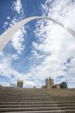 StLouis Missouri bramy łuk, architektura, chmury, niebo obraz stock