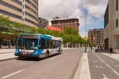 STM jawnego transportu autobus na Sherbrooke ulicie zdjęcia royalty free