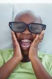 Stäng sig upp av en pojke som bär exponeringsglas 3d för ett moive Royaltyfria Foton