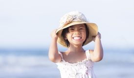 Stäng sig upp fotoet av den gulliga lilla asiatiska flickan Fotografering för Bildbyråer
