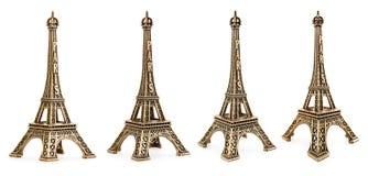 Stäng sig upp sikt av en liten Eiffeltornstaty som fotograferas med olika perspektiv Arkivfoton