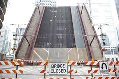 Stängd bro på Chicago River Arkivbild