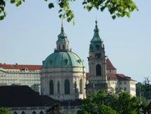 StNicholas kyrka från PetÅ™Ãn, Prague Arkivfoto