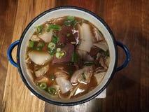 Stoßen süße Duft 5 Gewürze gedünstete prok Suppe Kuay thailändische Art stockfotos