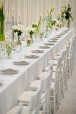 Stołowa ślubna dekoracja z naczynia rozwidleniem i łyżką Zdjęcia Stock