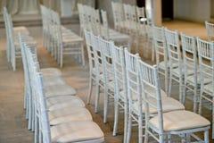 Stołowa ślubna dekoracja z naczynia rozwidleniem i łyżką obrazy royalty free