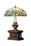 Stołowa lampa z witrażu cieniem antykwarski ciemny biurka łuny zieleni lampy rocznik zdjęcie royalty free
