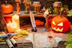 Stołowe czarownicy przygotowywać pisać ślimacznicie Zdjęcie Royalty Free
