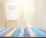 Stołowego wierzchołka I plamy łazienka tło Fotografia Stock