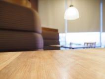 Stołowego wierzchołka kontuaru bar z kanapy miejsca siedzące światła dekoracją Zdjęcia Royalty Free