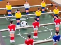 Stołowy futbolowy szczegół kolorowe gracz figurki fotografia royalty free
