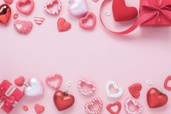 Stołowy odgórnego widoku powietrzny wizerunek dekoraci valentine ` s dnia tła pojęcie Fotografia Royalty Free