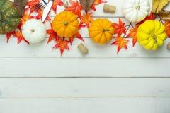 Stołowy odgórnego widoku powietrzny wizerunek dekoracja Halloween lub dziękczynienia Szczęśliwy dzień obraz stock